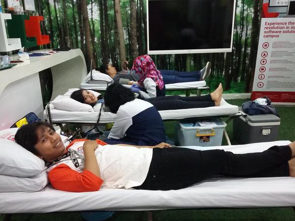 Berbagi Dengan Sesama Lewat Donor Darah